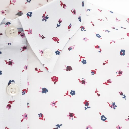 Shirt made from pure cotton poplin with print. Buttoned collar and embroidered dachshund on the left side.
