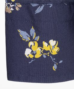 Pure cotton poplin shirt with floral print. Buttoned collar and embroidered dachshund on the left side.