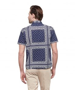 Straight-fitting, short-sleeved shirt in pure cotton with bandanna print. Embroidered dachshund on the left side.